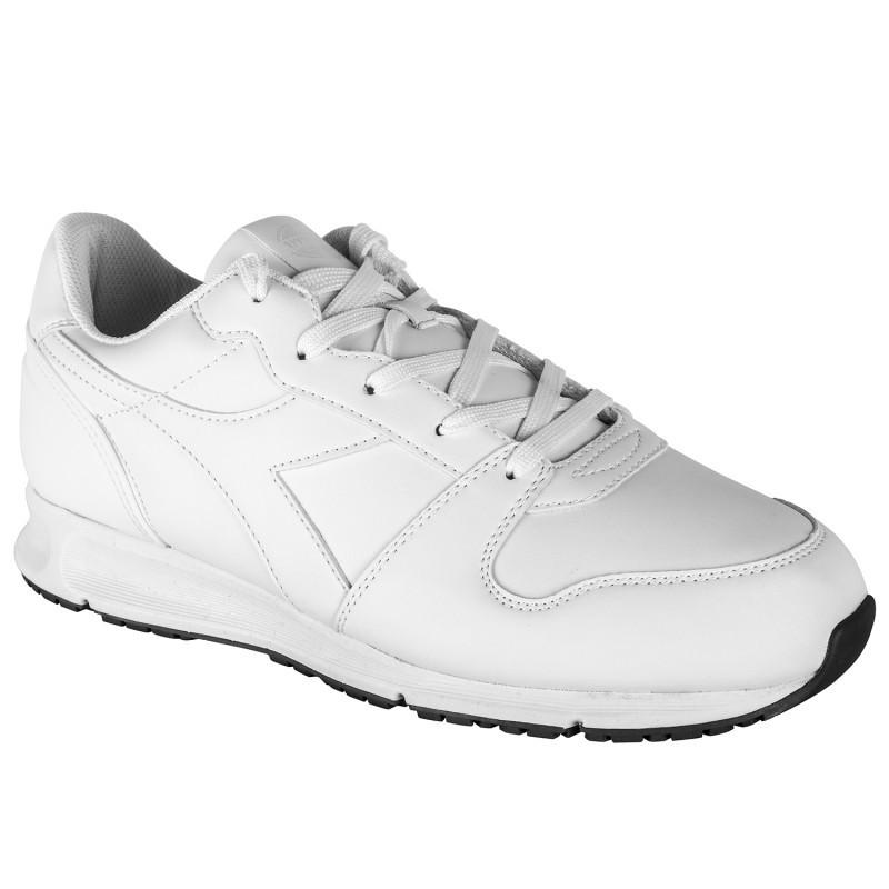 бели маратонки от синтетична кожа на DIADORA